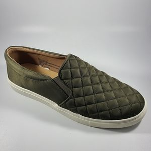 A New Day flat sneakers size 9.5 Women's